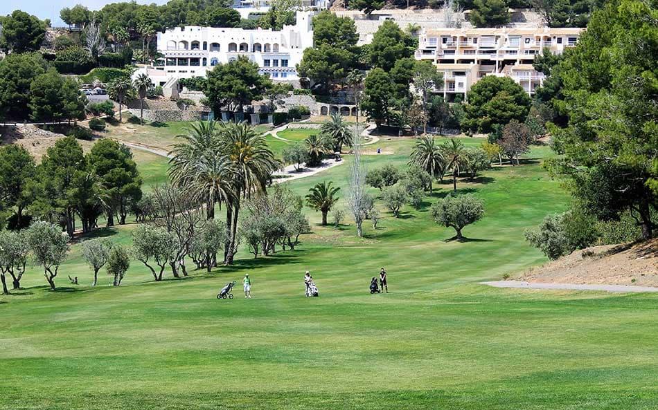 Jugar al golf en Altea